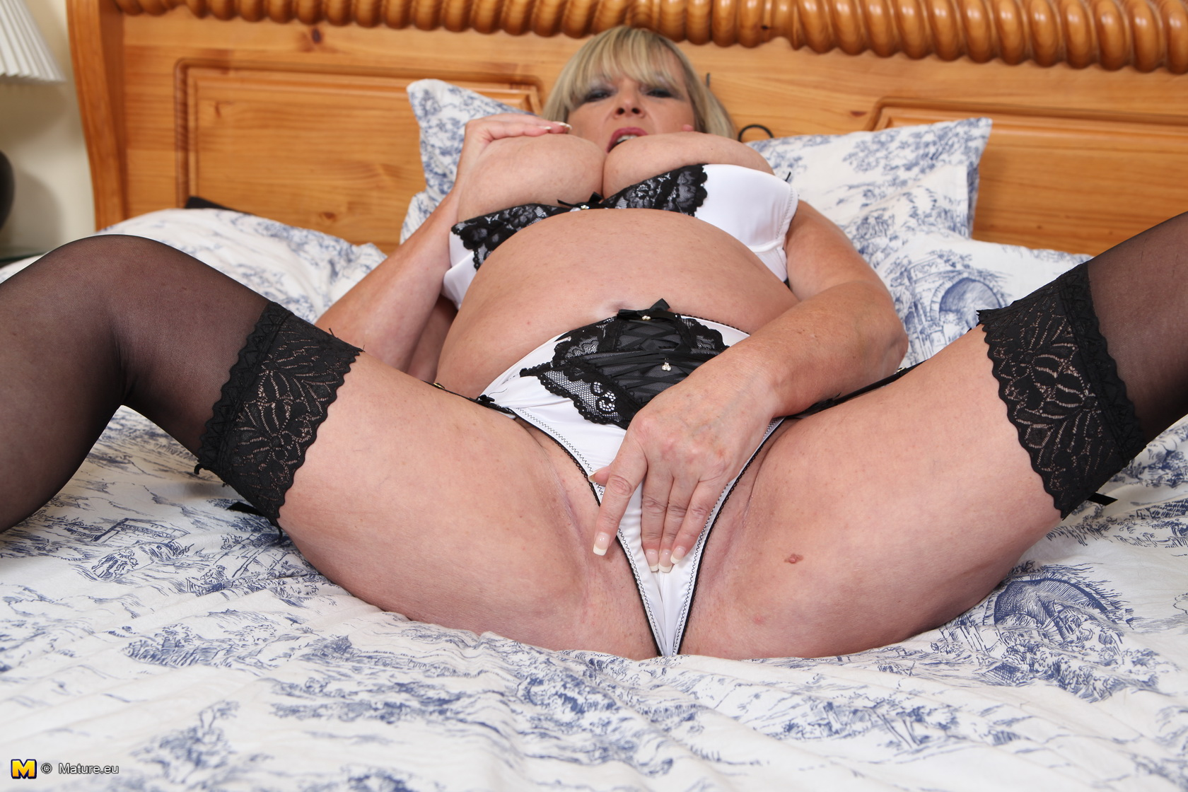 Naughty british mature lady and granny getting wet and wild 8