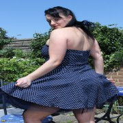 Chubby British housewife shows off her naughty side