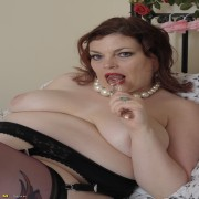 Chubby British mature lady playing with herself