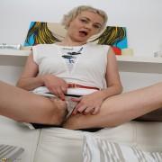 hairy housewife pleasing herself