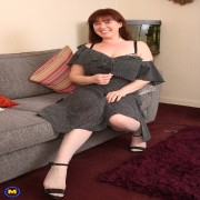 Chubby British housewife playing with her hairy pussy