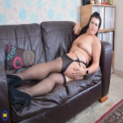 This curvy British housewife loves to play with her shaved pussy