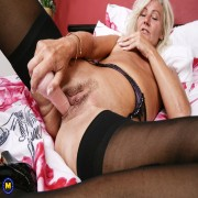 Naughty housewife from the uk playing with herself