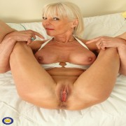 Horny British mature Elaine loves to get wet by herself