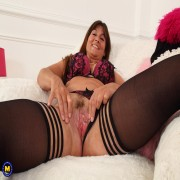 Hot British Lelani playing with her pussy