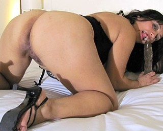 Naughty Mature Angy loves to get wet