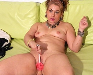 Mature slut playing on her couch with herself