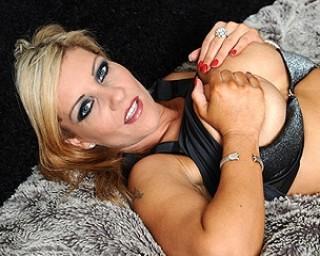 Hot British MILF getting herself wet and wild