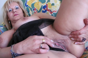 Nasty slut gets an interracial creampie