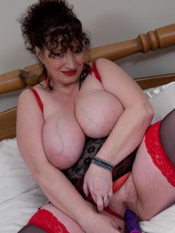 alte hausfrau vibrator in der fotze omasex erotikbilder