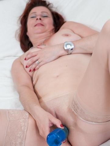 nackte reife frau selbstbefriedigung mit vibrator gratis erotik bilder