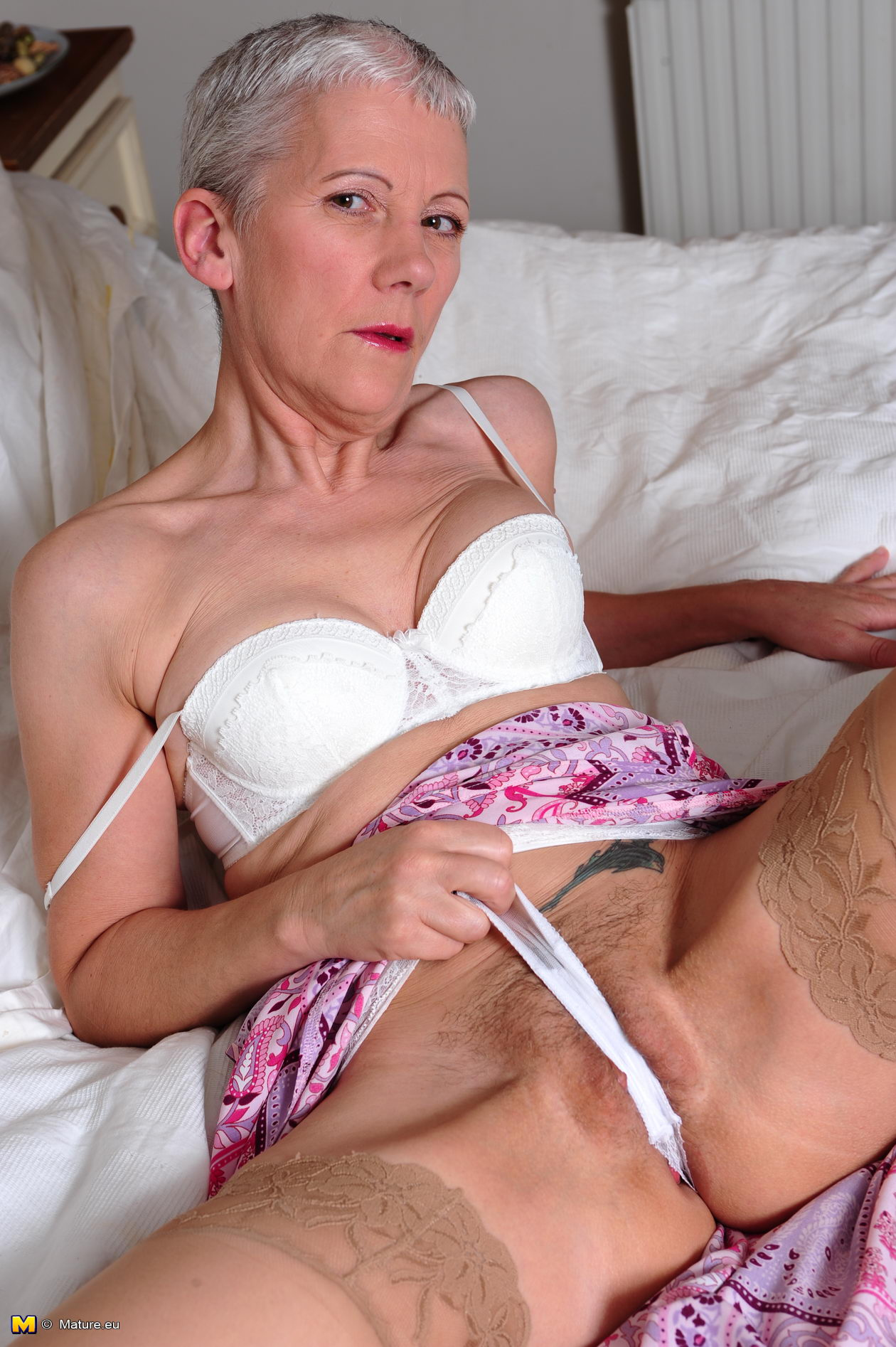 image Nasty and dirty milf using bottles and other objects to fuck