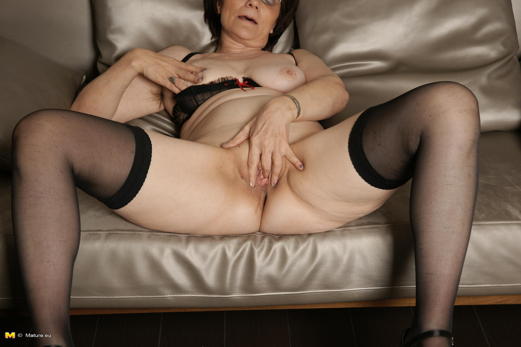 Фото голых бабушек в трусах 1 фотография
