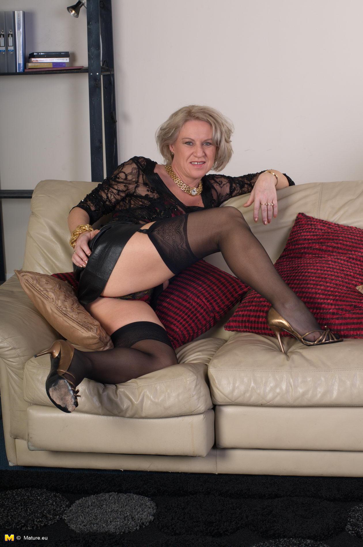 Эротика пожилых женщин блондинок 2 фотография