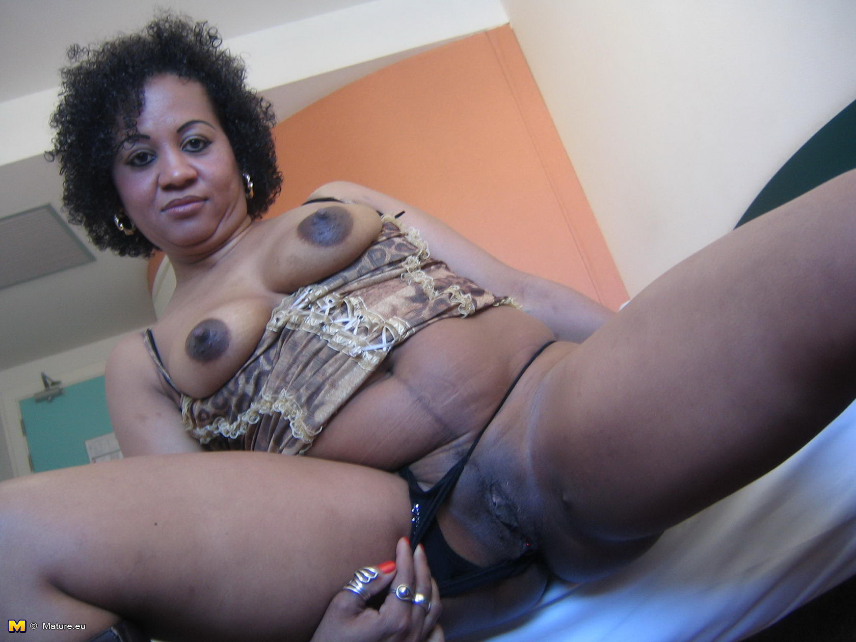 Ebony mature ass fuck