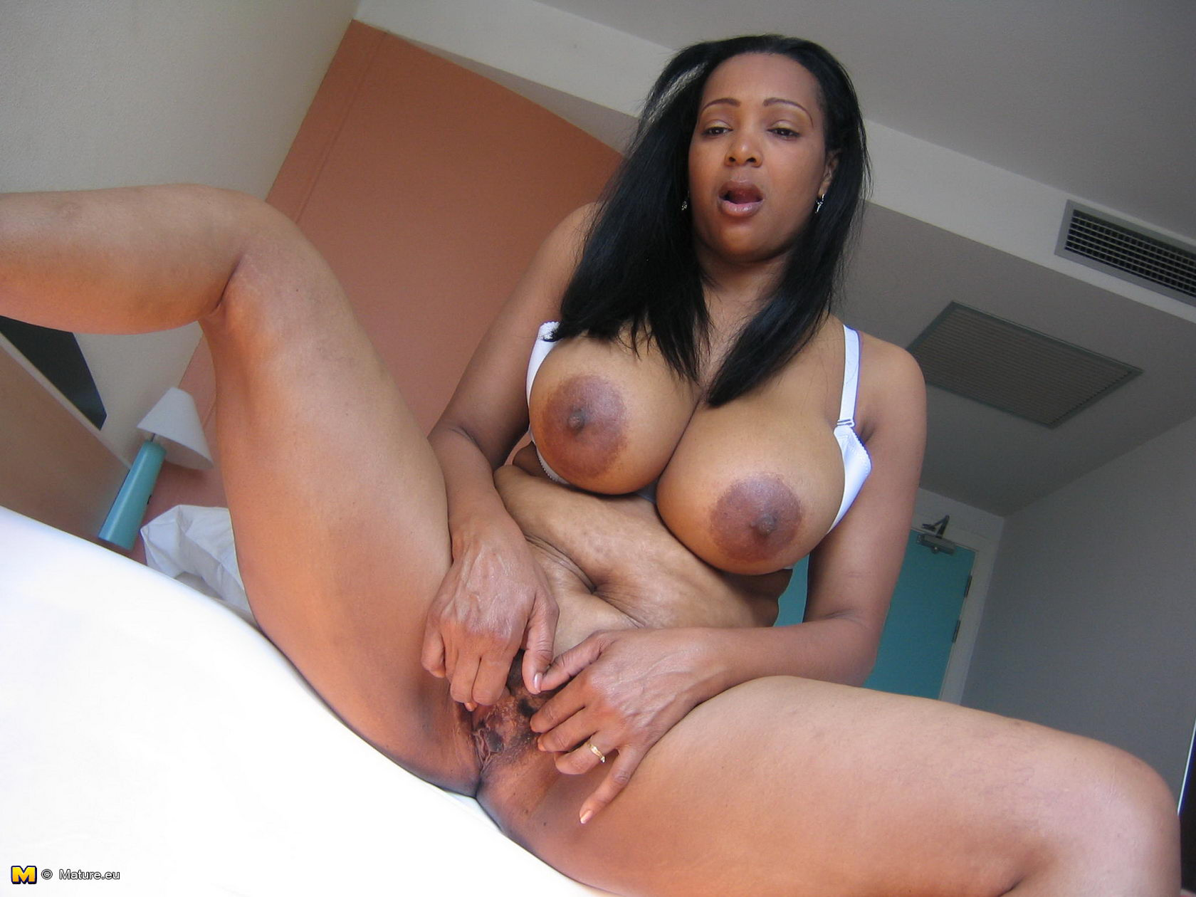 Hot amature black milf fucked