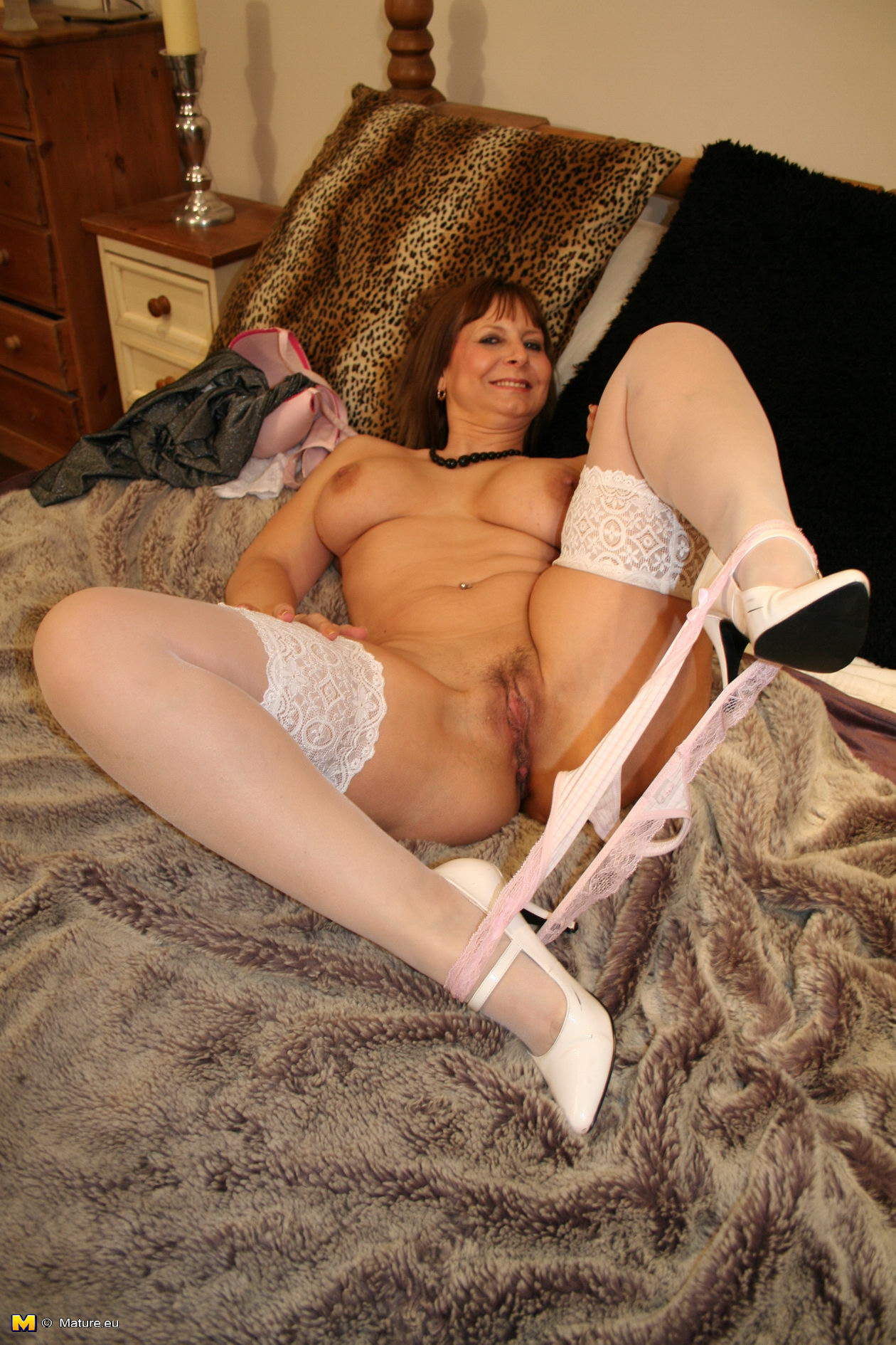 Mature wife free handjob