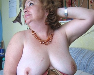 Big Maria loves to play and show her full body