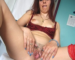 Mature-nl Barbara loves playing with her food and take a pee