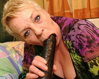 Mature-nl Horny European mama playing with her toy