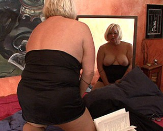 Mature mature Chubby mama playing with herself