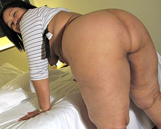 Mature-nl This big booty mama knows how to please herself