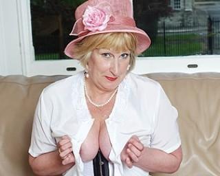 Classy mum from london going naughty