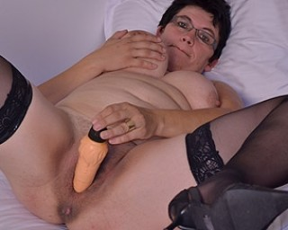 Horny houswife gettin' all naughty