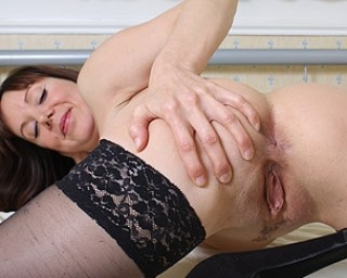 Super hot MILF can't get enough of her pussy