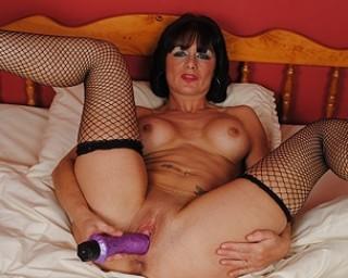 Sexy British MILF likes her dildo big