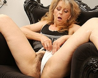Hairy mature slut masturbating