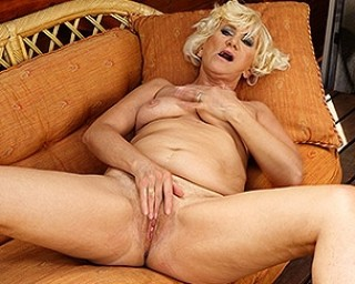 Horny mature lady playing with her wet pussy