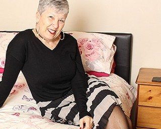 British mature lady getting naughty by herself