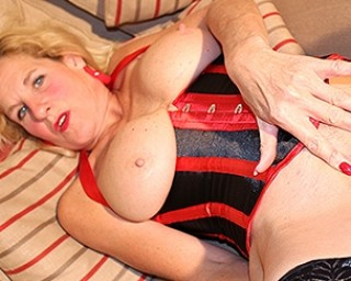 British mature slut playing with her pussy