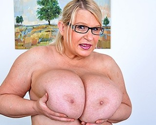 Huge breasted British mama playing with herself