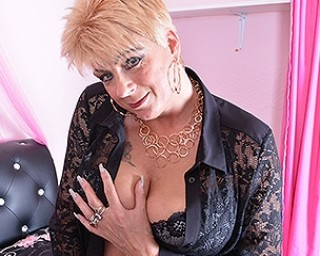 Naughty mature slut from the UK playing with herself