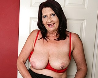 British mature slut getting wet and wild