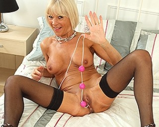 British mature slut showing off her naughty mind