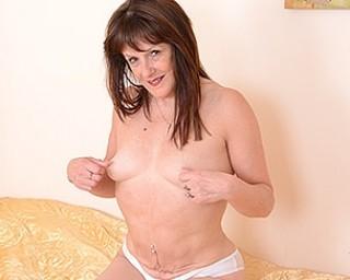 Horny British Pandora loves to get frisky