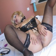 This horny MILF loves getting kinky on her own