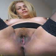 Horny mature Gladis loves top play with her pussy