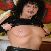 Kinky mommy showing off her great body
