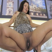 Mature slut playing with her wet shaved pussy