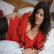 Big breasted mature slut playing on her bed
