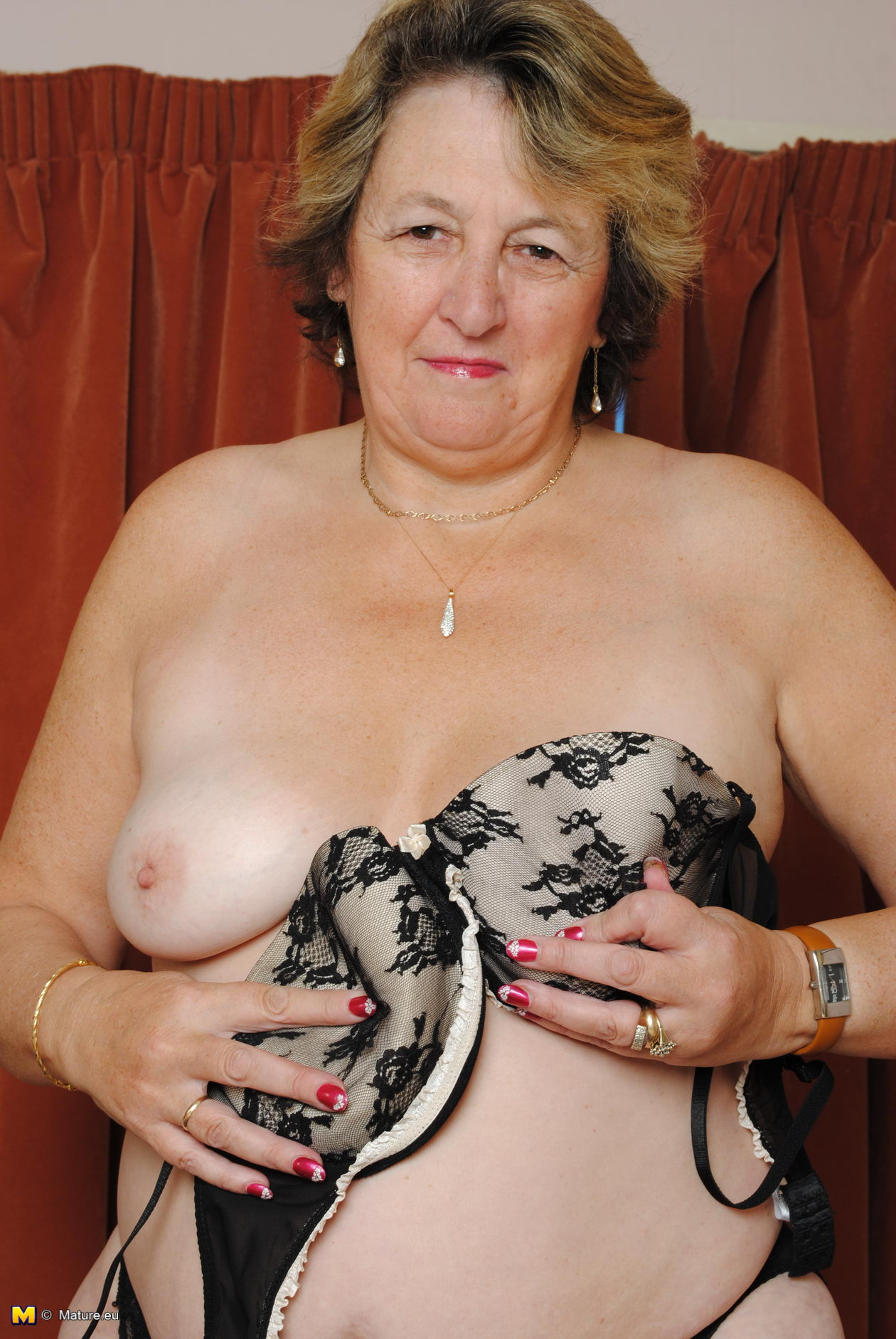 55 Year Pussy big mama playing with her wet pussy - grannypornpics