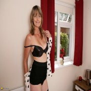 This hairy British housewife loves to get dirty
