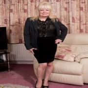 British mature lady getiing wet and wild