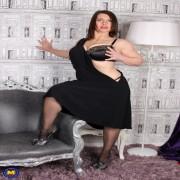 Hot British MILF showing off her steamy body