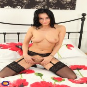 Steamy hot British MILF playing with her pussy