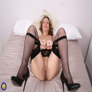 This cute British housewife loves playing with herself